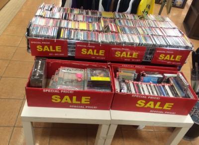 ツタヤのCD・DVDワゴン